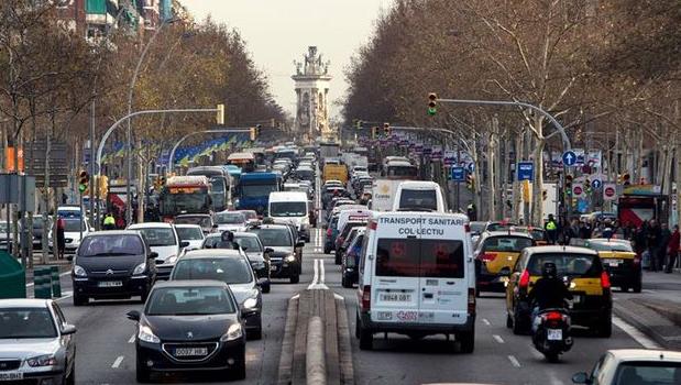 Los vehículos contaminantes podrán circular por 2€ al día