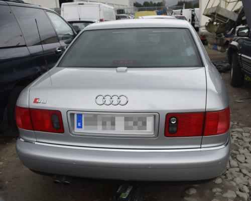 Audi S8 D2