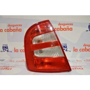 Piloto Fabia 0004 3/5p Trasero Izquierdo Rojo+bl